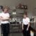 Isabel och Max bakar kladdkaka på Frejas.