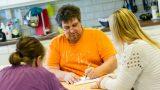 Socialt umgänge med många varma skratt på Autismcenter Häggvik
